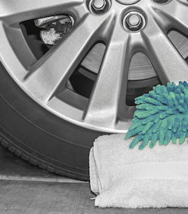 Car tire sidewall and aluminum alloy wheel with soft white towel and green sponge